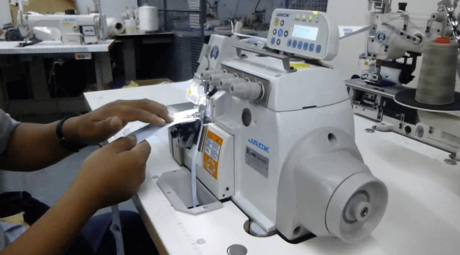 costura con remalladora industrial marca Jack